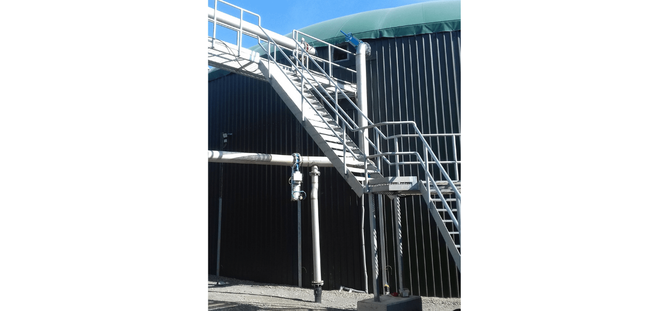 External stainless steel pipe installation